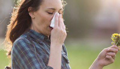 Informations NNK: comment distinguer le coronavirus et les symptômes d'allergie